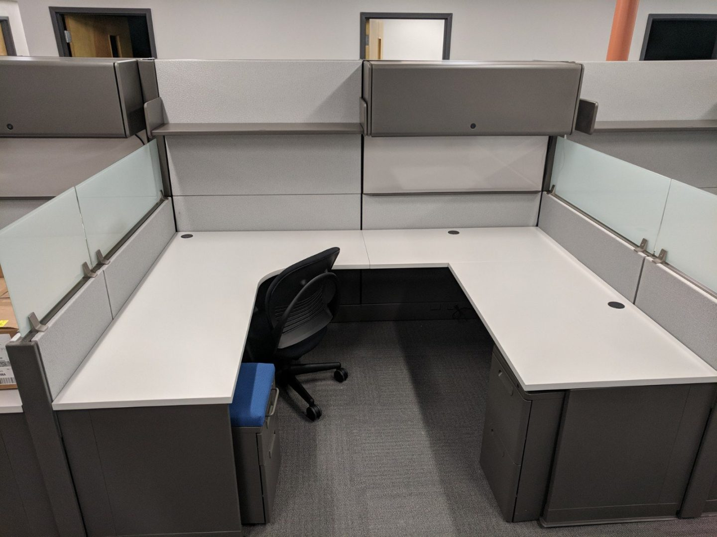 cubicles with grey paneling